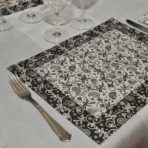 mantel-individual-papel-decorado-standard-blanco-cachemir-negro